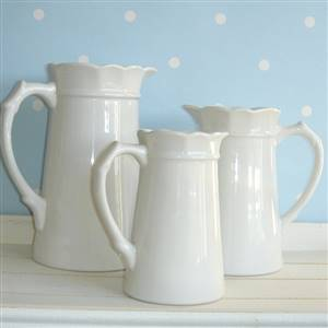 Set of 3 white jug/pitcher/vases