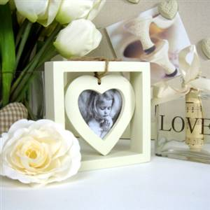 Cream heart photo frame