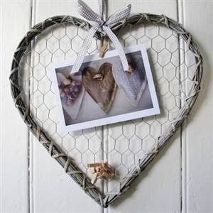 Willow heart peg memo board